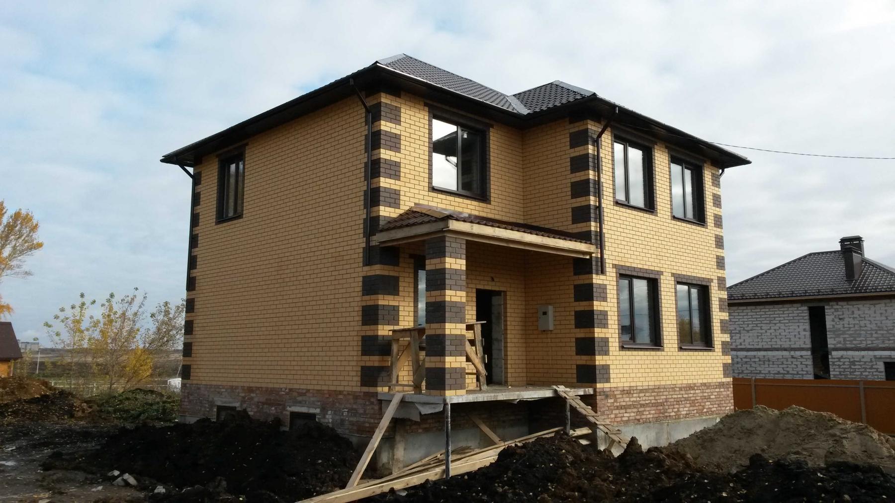 дом из желтого и коричневого кирпича фото если